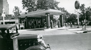 Gulf Oil Station, corner of Murray and 5th Streets, Alexandria, Louisiana, September of 1940, from the Newcomb Photograph Collection